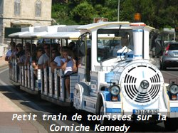 Petit train de touristes corniche JF Kennedy